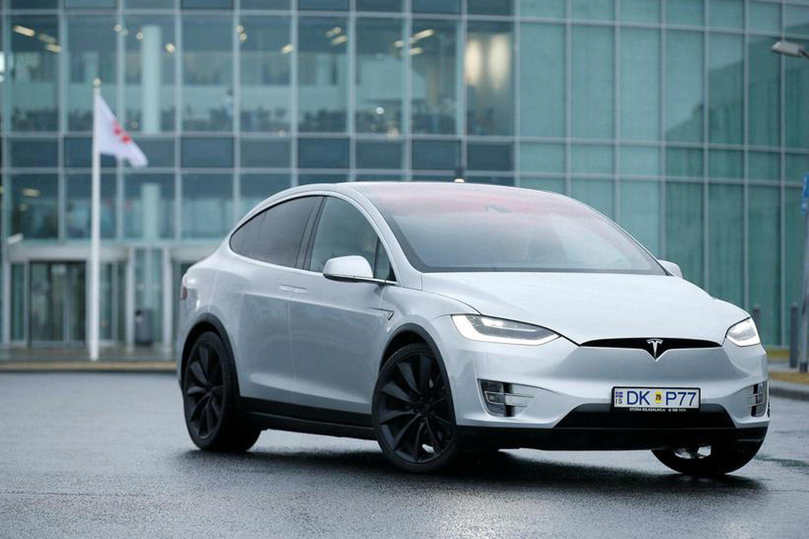 Tesla X virkar minni en hann í raun er en …