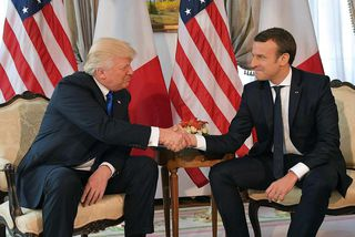 Trump og Macron í Brussel.