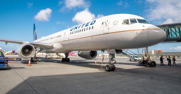 Uppákoman um borð í vél United Airlines náðist á myndband sem farið hefur um eins …