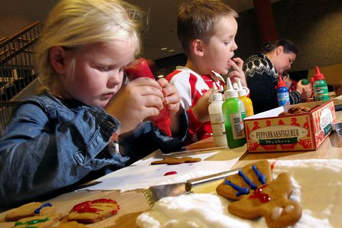 Children decorating piparkökur, or ginger biscuits.