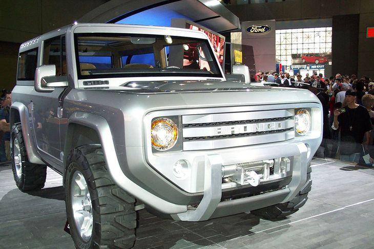 Ford sýndi 2004 nýjan Bronco prófunarbíl og var myndin tekin við það tækifæri. Hætt var ...