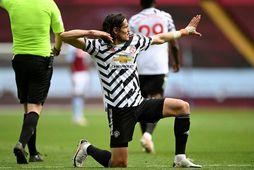 Edinson Cavani fagnar eftir að hafa skorað fyrir Manchester United gegn Aston Villa um helgina.