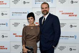Lily Allen og David Harbour.