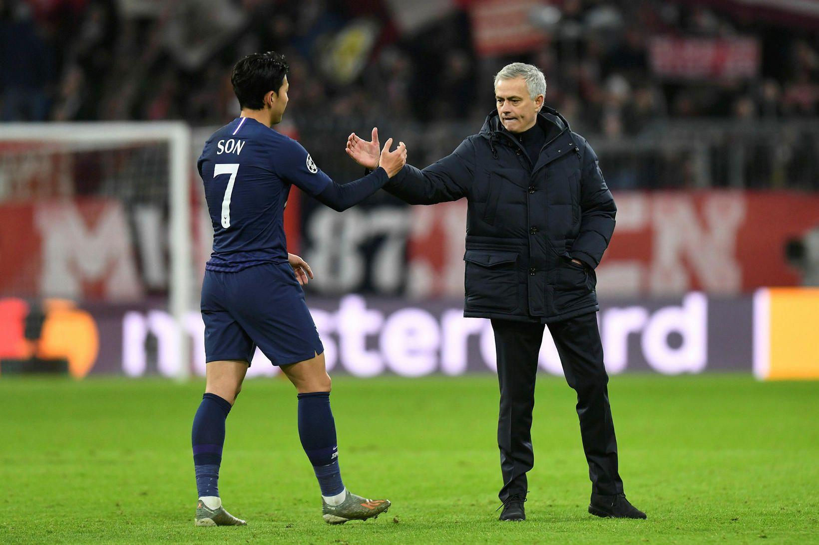 José Mourinho og Son Heung-min eftir leikinn gegn Bayern í …