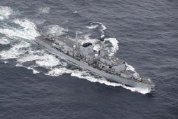 HMS Northumberland á siglingu.