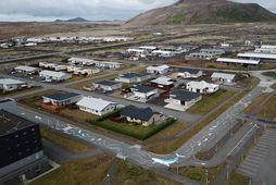 Götur Grindavíkur skarta nú hvalamyndum í raunstærð.