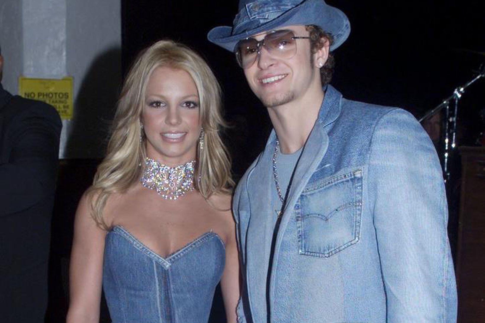 Britney Spears og Justin Timberlake í gallafötunum eftirminnilegu.