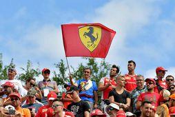 Fána Ferrari var óspart veifað í Monza í dag.