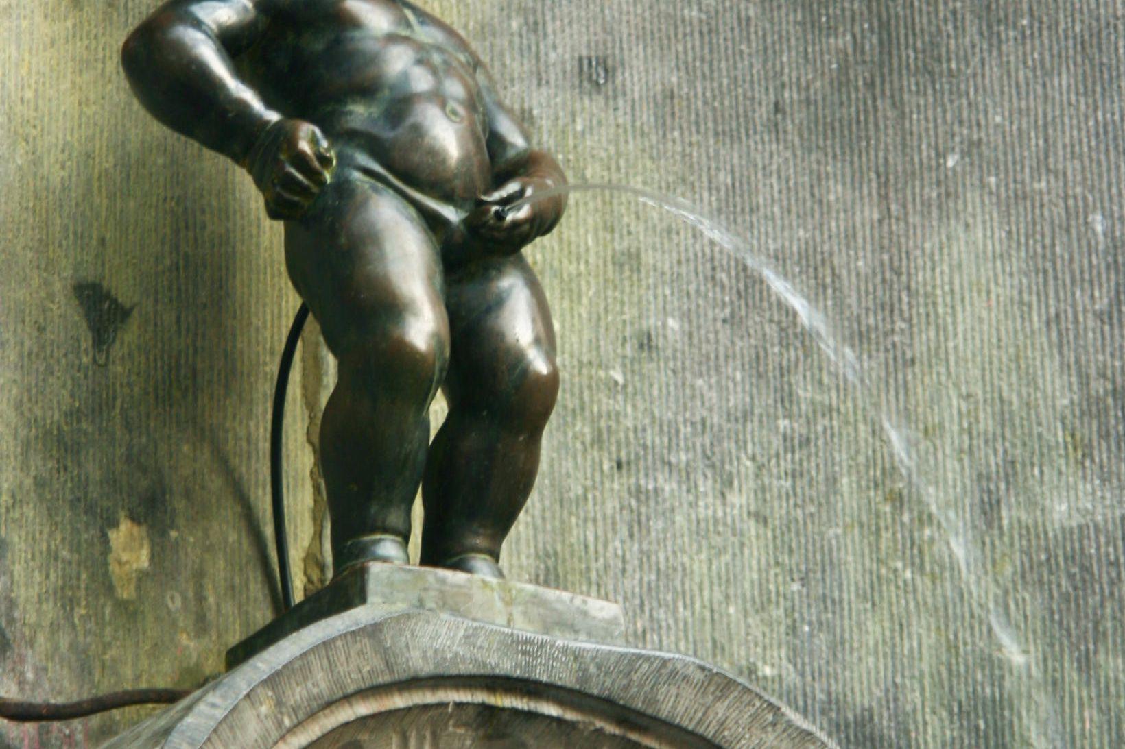 Hin fræga stytta Manneken Pis í Brussel er reyndar ekki …
