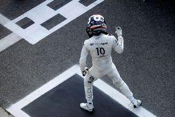 Pierre Gasly hinn franski sigurreifur eftir kappaksturinn í Monza.