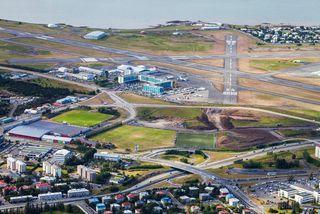 Hlíðarendasvæðið, Reykjavíkurflugvöllur í baksýn.