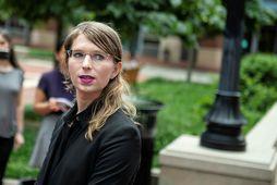 Chelsea Manning ræðir við fréttamenn fyrr í dag.