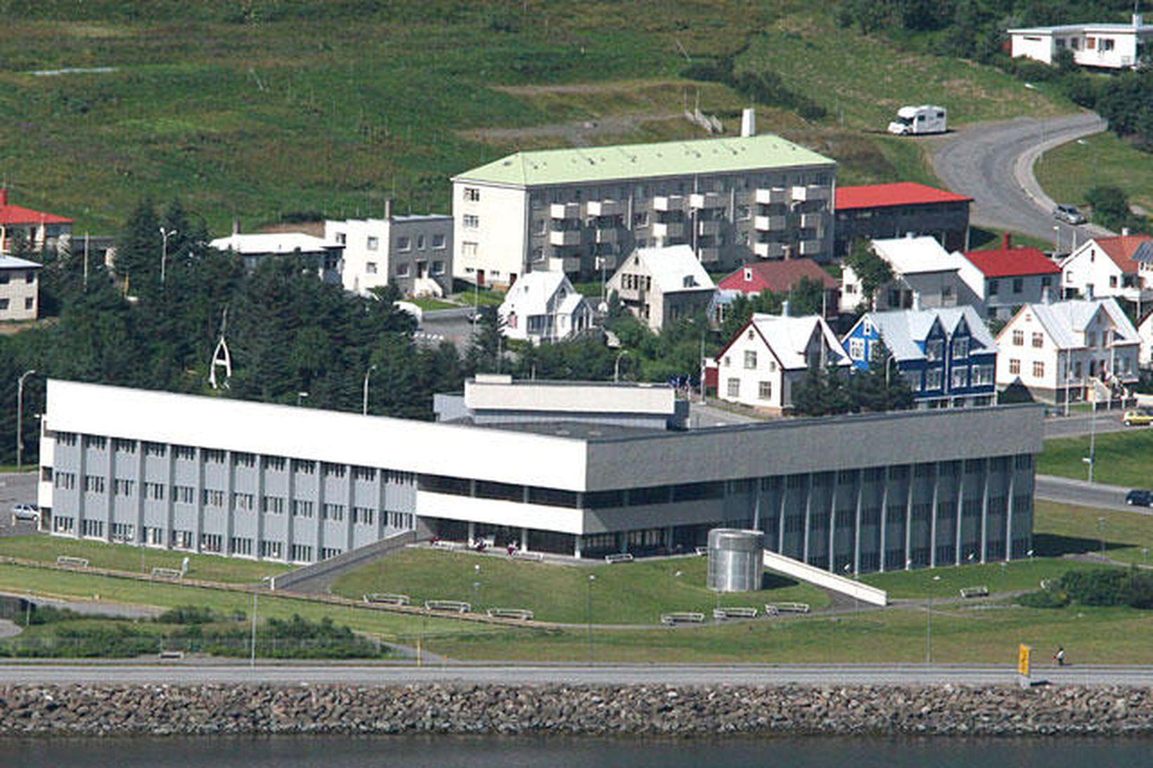 Rekstrargrunnur heilbrigðisstofnana á landsbyggðinni er styrktur enn frekar.