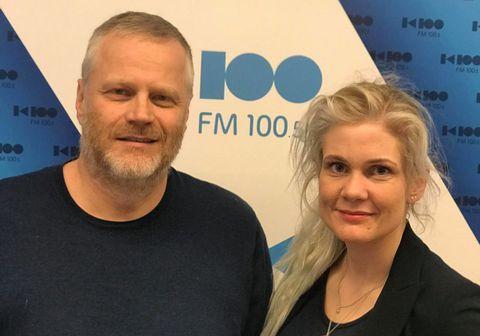 Þorsteinn Guðmundsson leikari og verkefnastjóri hjá Bataskóla Íslands og Karen Kjartansdóttir framkvæmdastjóri Samfylkingarinnar voru gestir í Föstudagskaffinu á K100.