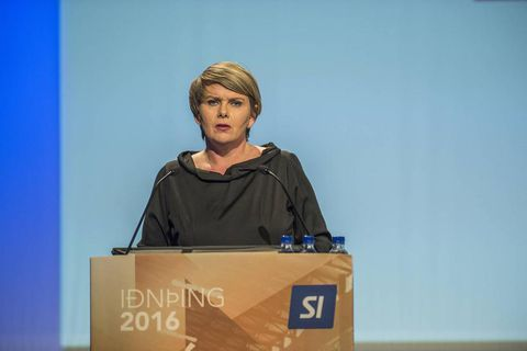 Minister Árnadóttir speaking at the Iðnþing conference.