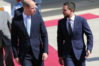 Hussein bin Abdullah, krónprins Jórdaníu, tók á móti Vilhjálmi á flugvellinum.