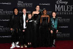 Angelina Jolie og börnin hennar frá vinstri Pax Thien Jolie-Pitt, Shiloh Nouvel Jolie-Pitt, Vivienne Marcheline …