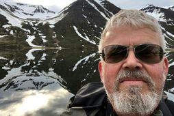 Sigtryggur Bjarni Baldvinsson myndlistarmaður og málverk eftir hann.