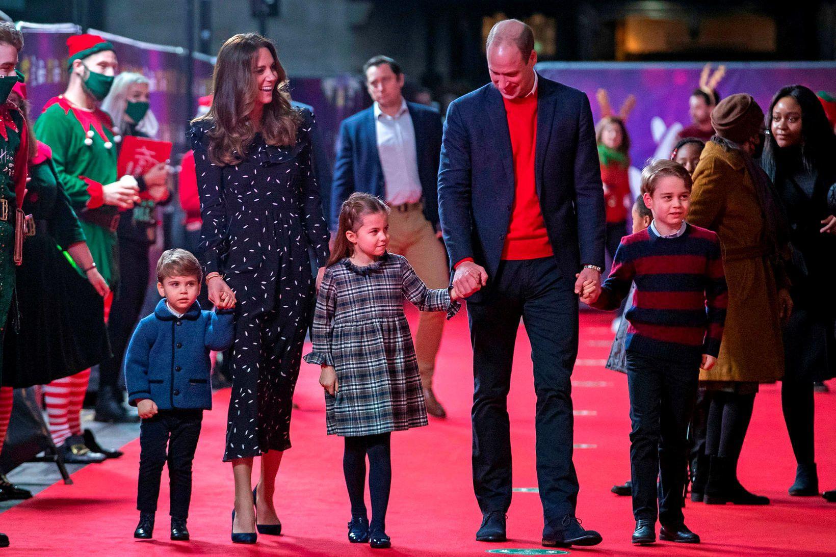 Lúðvík prins, Katrín hertogaynja, Karlotta prinsessa, Vilhjálmur Bretaprins og Georg …