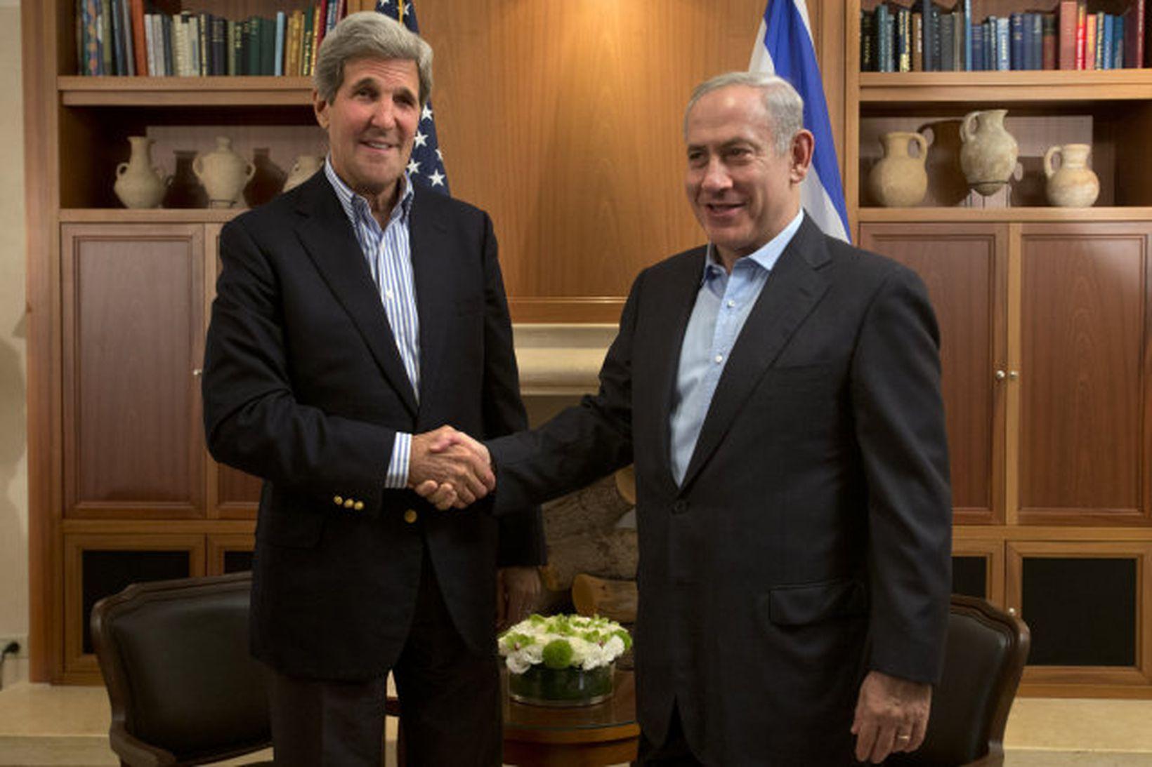 John Kerry, utanríkisráðherra Bandaríkjanna, og Benjamin Netanyahu, forsætisráðherra Ísraels.