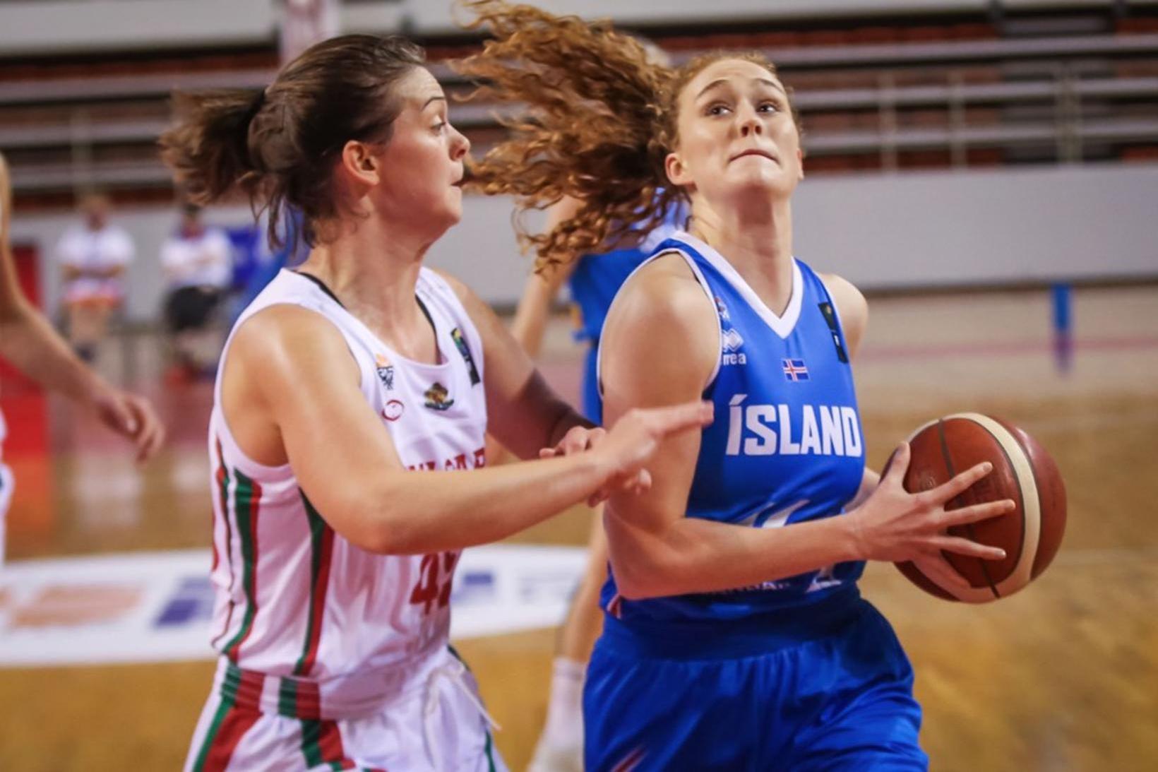 Sara Rún Hinriksdóttir í baráttunni gegn Búlgaríu.