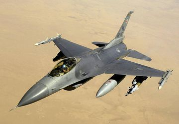 Orrustuþota af gerðinni F-16.