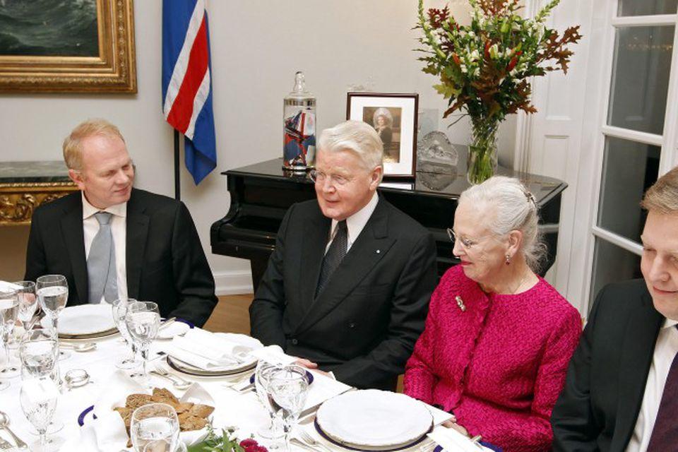 Sigmundur Davíð við hlið Margrétar í kvöldverðarboðinu.