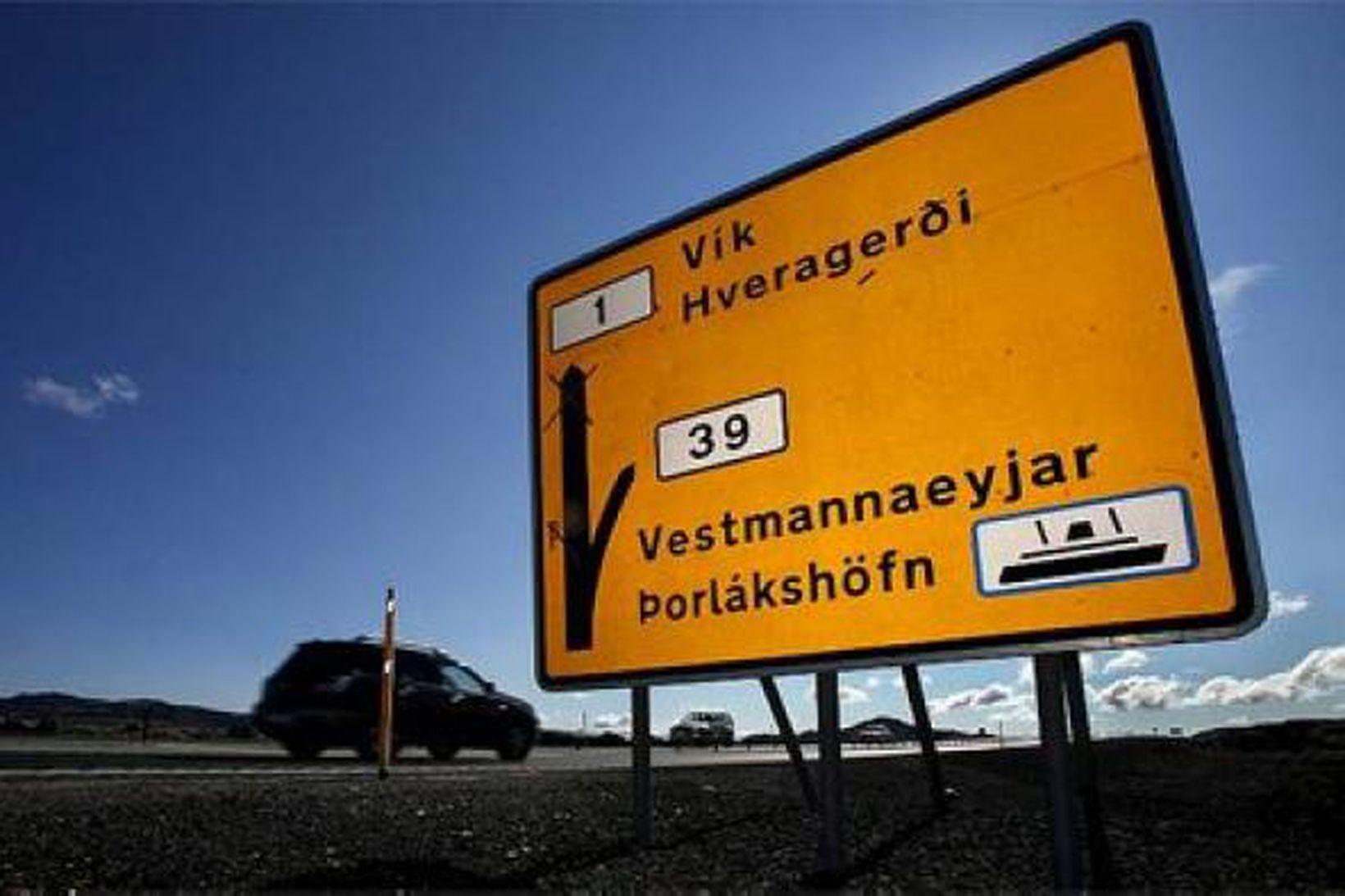 Vegna breyttrar áætlunar Herjólfs þarf Vegagerðin að breyta merkingum á …