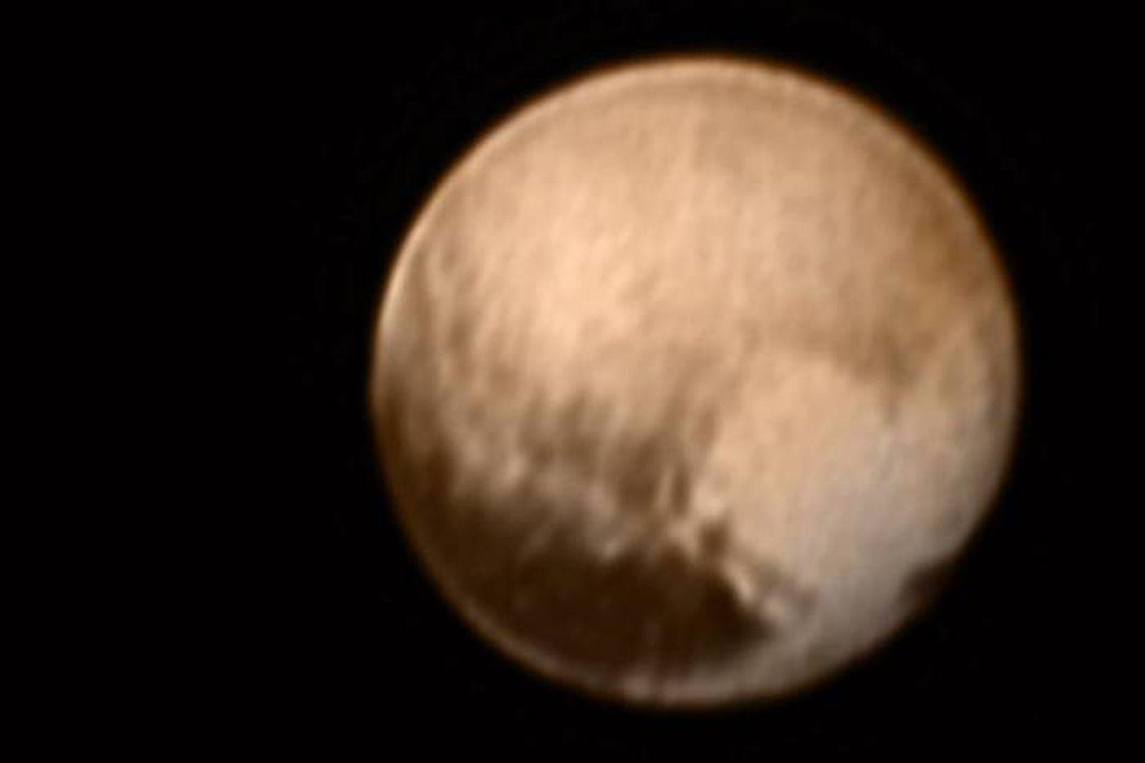Þessa mynd af Plútó tók New Horizons úr átta milljón …