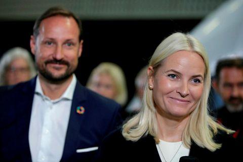 Hákon krónsprins Noregs og Mette-Marit krónsprinsessa. Mette-Marit var í samskiptum við Jeffrey Epstein.