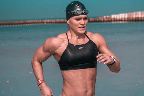 Katrín Tanja Davíðsdóttir lenti í vandræðum í sjósundi í Dúbaí í fyrstu keppnisgrein Dubai CrossFit …