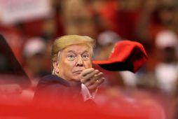 Donald Trump Bandaríkjaforseti á fundi með stuðningsmönnum sínum í Flórída.