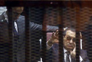 Hosni Mubarak við réttarhöldin fyrr á árinu.