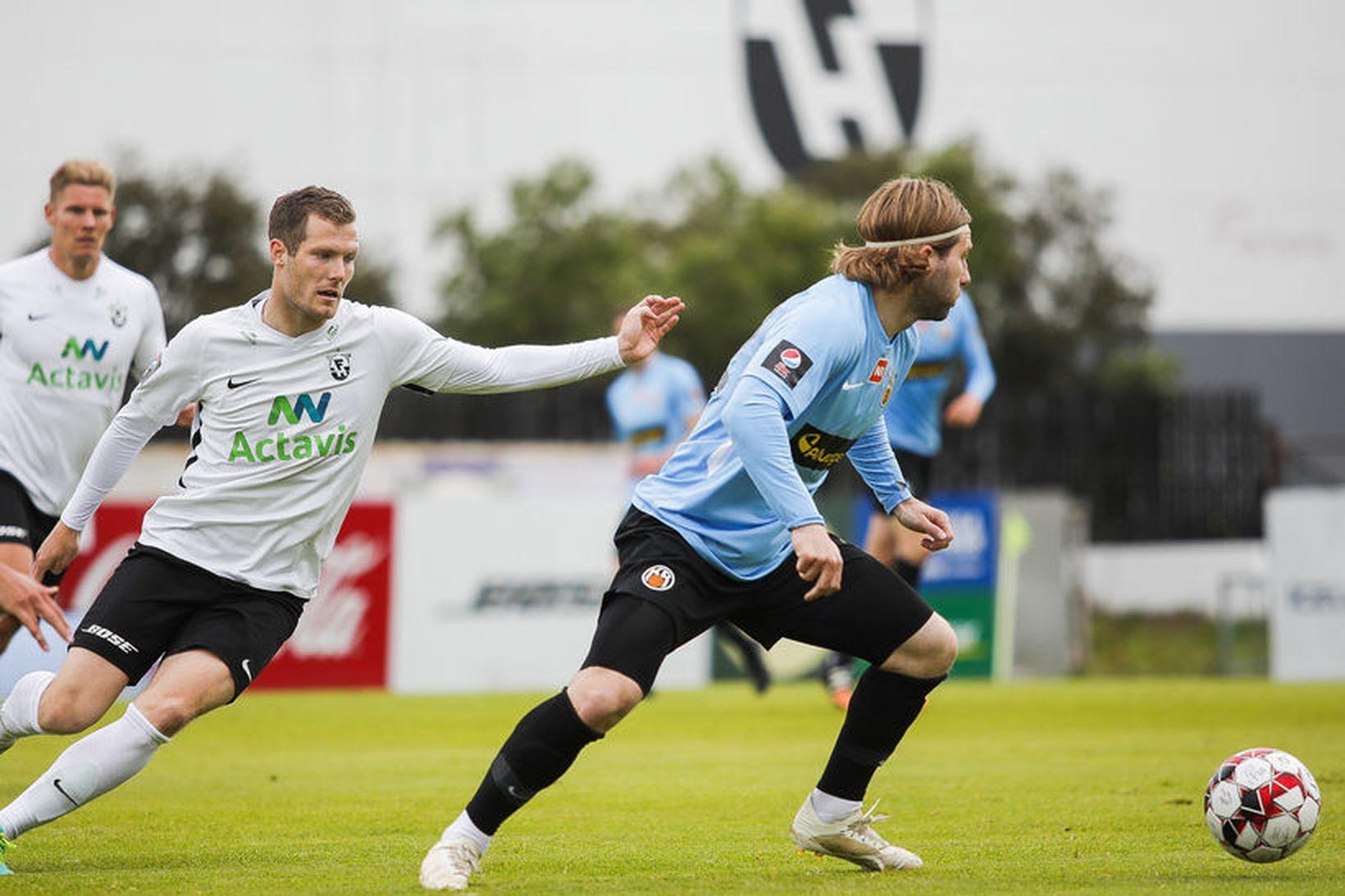 Björn Daníel Sverrisson úr FH og Óskar Örn Hauksson hjá …