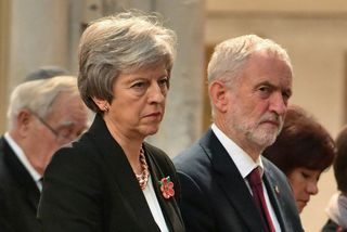 Theresa May, forsætisráðherra Bretlands, og Jeremy Corbyn, leiðtogi Verkamannaflokksins.