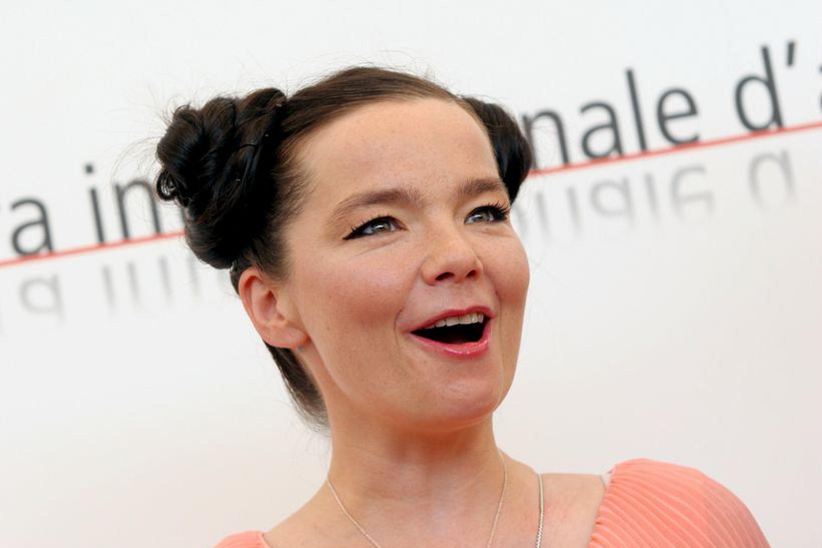 Björk Guðmundsdóttir kemur fram á tónleikum í Cornucopia-tónleikaferð sinni í …