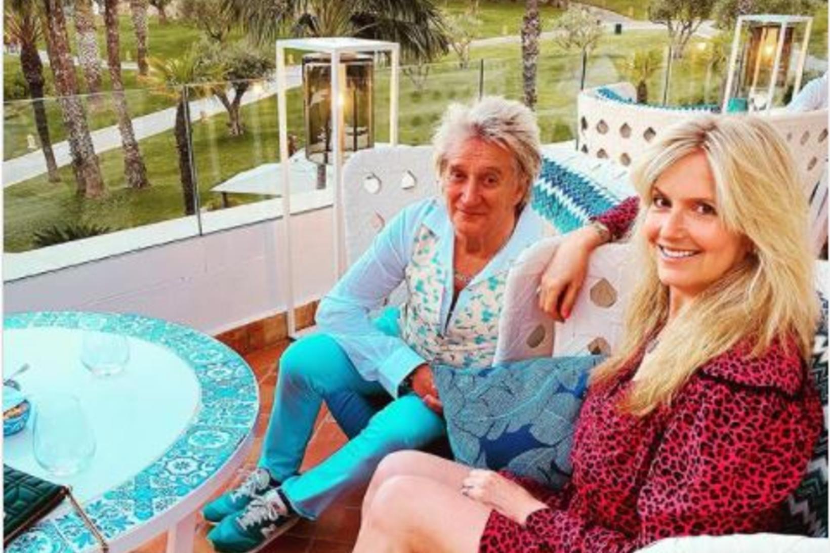 Rod Stewart og Penny Lancaster sumarleg og sæl í Portúgal.