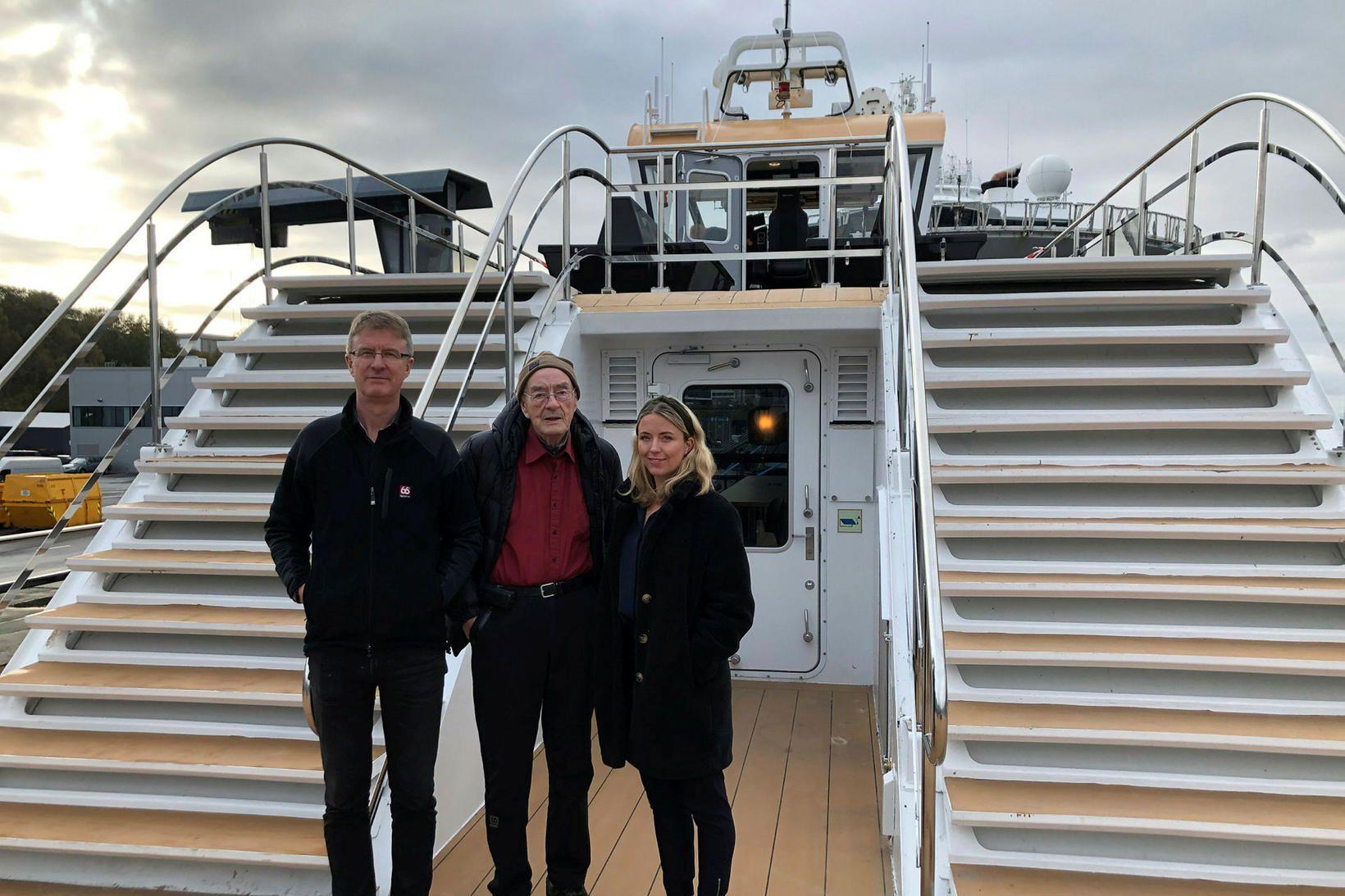 Árni, Sigurbjörn og Agnes í jómfrúarsiglingu MS Brims.