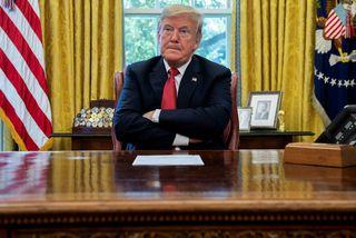 Donald Trump Bandaríkjaforseti hótar að láta herinn loka læandamærum Bandaríkjanna og Mexíkó.