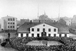 Fullveldi Íslands fagnað 1. desember 1918, í skugga spænsku veikinnar sem gert hafði mikinn usla …