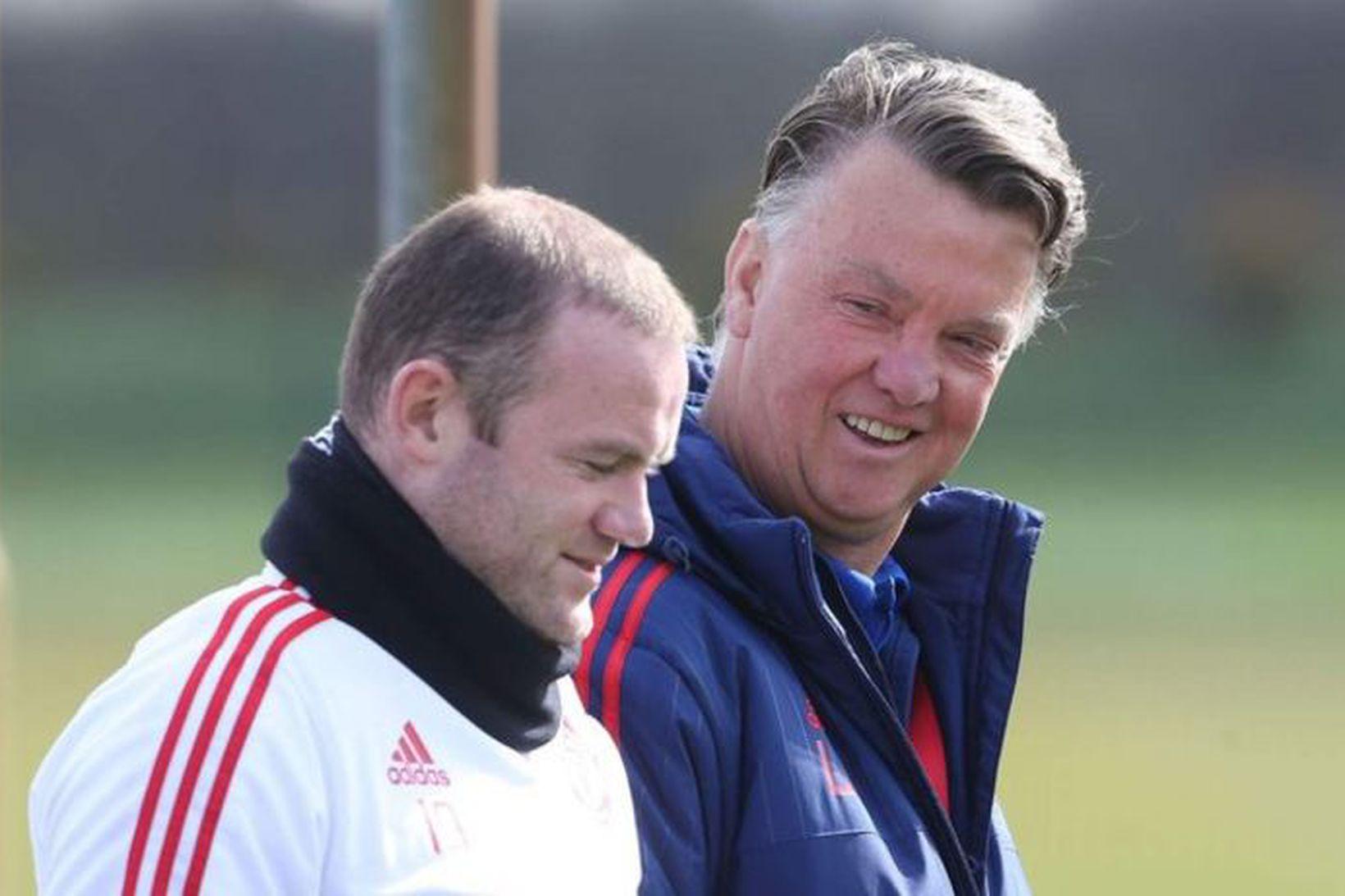 Wayne Rooney ásamt Louis van Gaal sem stýrði liði United …