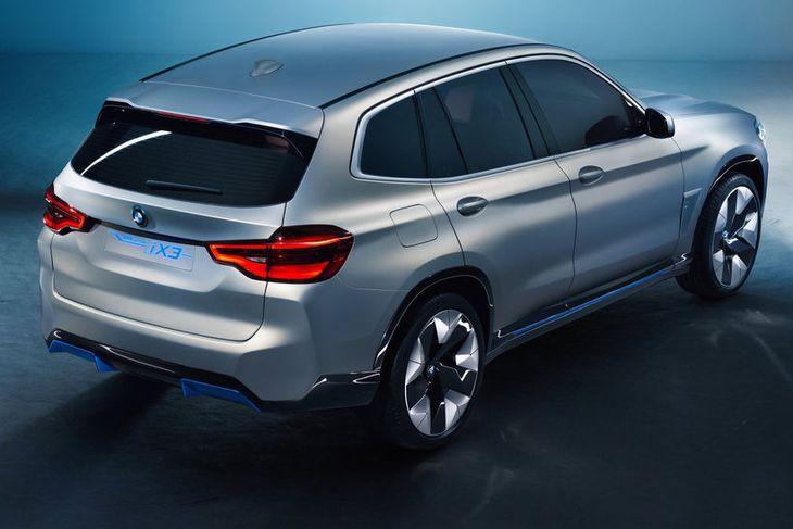 BMW iX3 þróunarbíllinn og forveri rafbílsins með sama nafni sem kemur á götuna fullbúinn 2020.