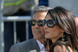 Clooney-hjónin virðast eiga sand af seðlum.