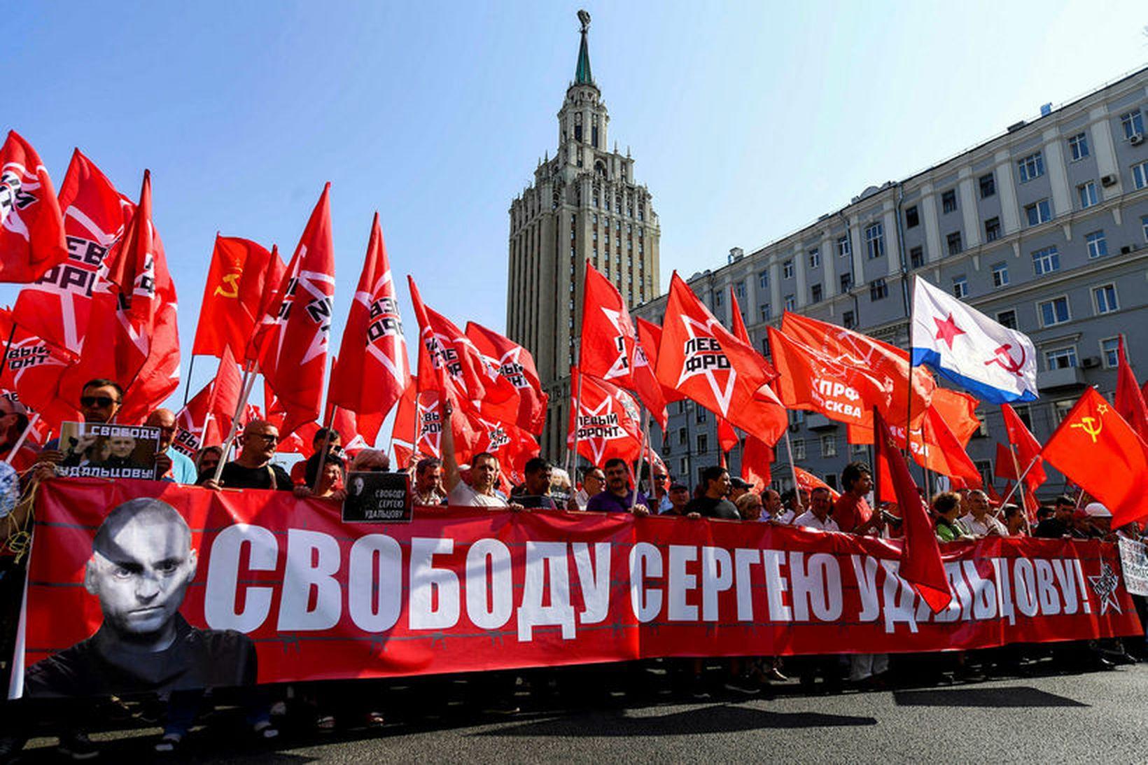 Um 10.000 manns komu saman í Moskvu í dag og …