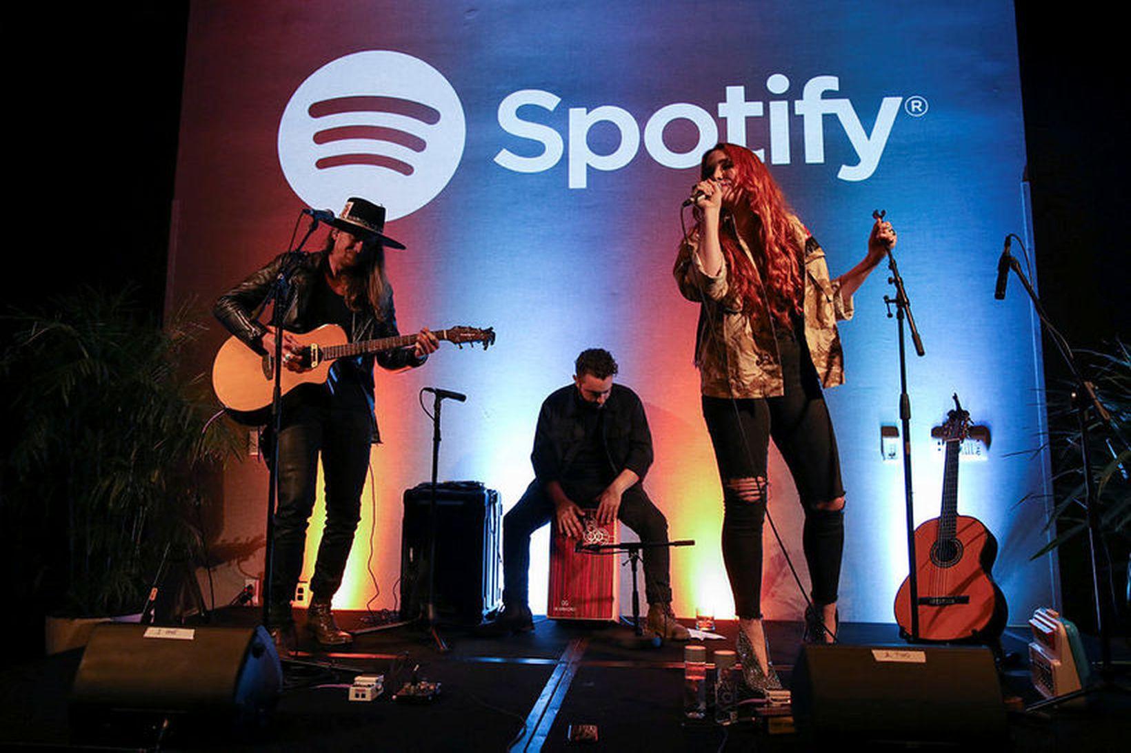 Spotify borgar íslenskum tónlistarmönnum 60 aura fyrir hverja hlustun í …
