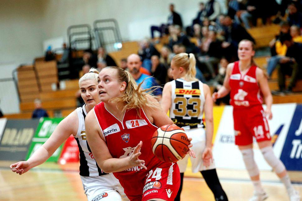 Helena Sverrisdóttir skoraði 22 stig fyrir Val í kvöld.