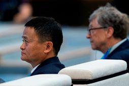 Bill Gates sést hér við hlið Jack Ma á kaupstefnunni í morgun.
