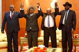 Frá vinstri: Riek Machar, Yoweri Museveni forseti Úganda, Omar al-Bashir forseti Súdans og Salva Kiir …
