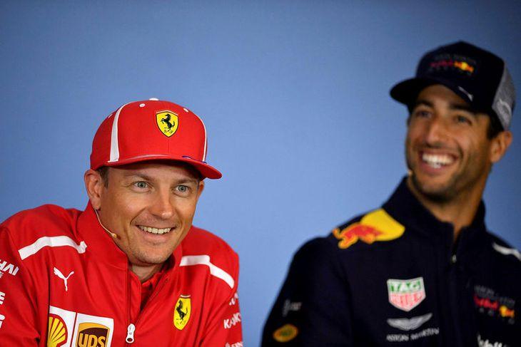 Það er ekki oft sem Räikkönen sést brosandi en hann hefur líklega smitast af brosmeistara ...