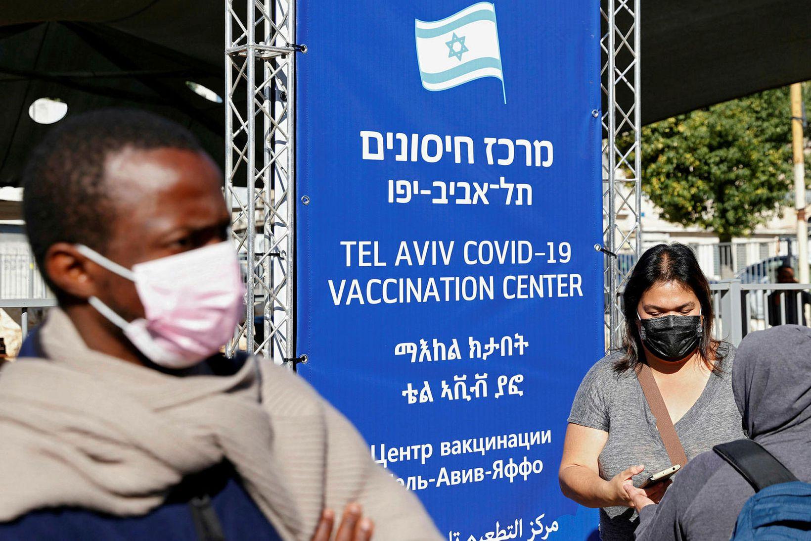 Bólusett í Tel Aviv, höfuðborg Ísraels.